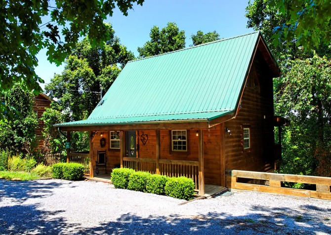 Pigeon Forge Cabin - Hooked On Love - Cabin Exterior