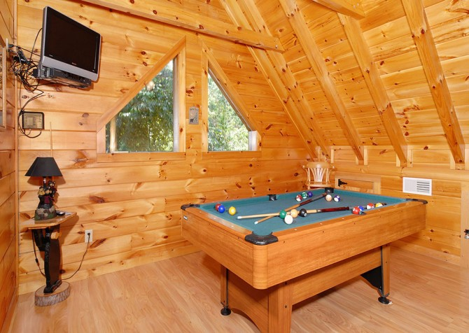 Pigeon Forge Cabin - Hooked On Love - Pool Table
