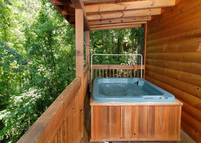 Pigeon Forge Cabin - Hooked On Love - Hot Tub