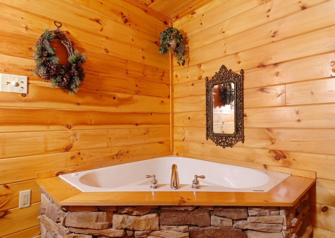 Pigeon Forge Cabin - Hooked On Love - Bedroom Bath