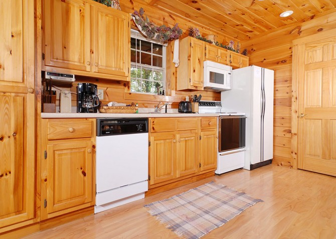 Pigeon Forge Cabin - Hooked On Love - Kitchen