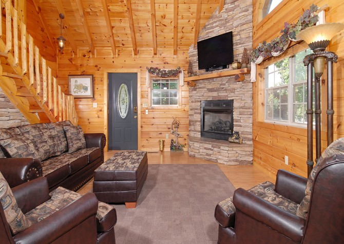 Pigeon Forge Cabin - Hooked On Love - Living Room