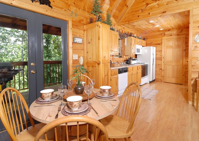 Pigeon Forge Cabin - Hooked On Love - Dining Room Kitchen