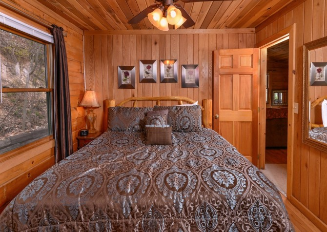 Pigeon Forge Cabin- Irresistible – Bedroom
