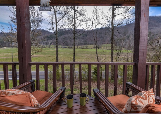 Pigeon Forge Cabin- Irresistible – Deck