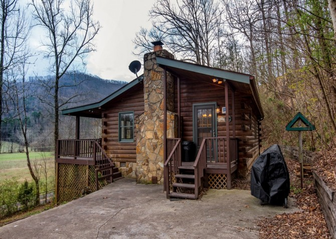 Pigeon Forge Cabin- Irresistible – Exterior