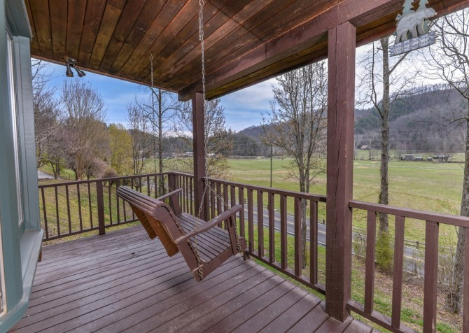 Pigeon Forge Cabin- Irresistible – Deck Swing