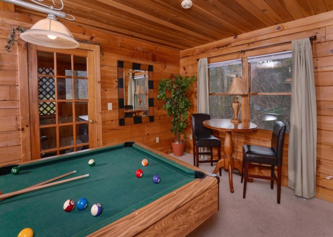 Pigeon Forge Cabin- Irresistible – Pool Table