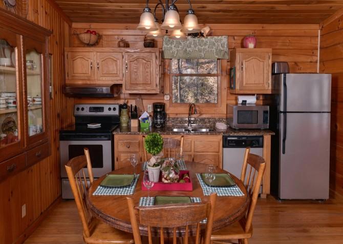 Pigeon Forge Cabin- Irresistible – Kitchen