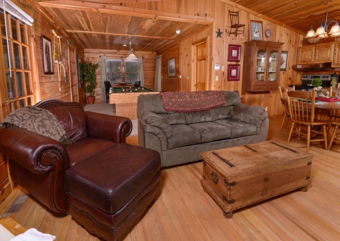 Pigeon Forge Cabin- Irresistible – Living Room