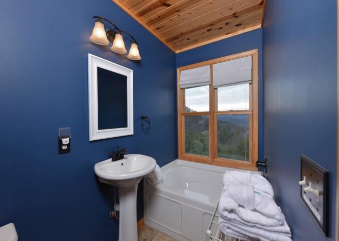 Pigeon Forge Cabin- Jackson's Cabin - Bathroom