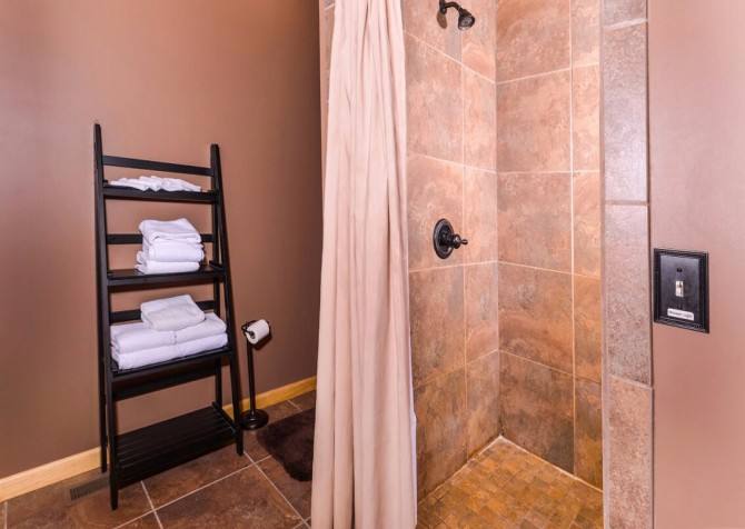 Pigeon Forge Cabin- Jackson's Cabin - Shower