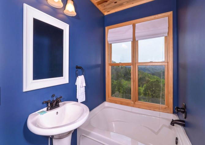 Pigeon Forge Cabin- Jackson's Cabin - Indoor Jetted Tub