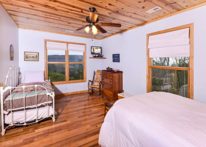 Pigeon Forge Cabin- Jackson's Cabin - Bedroom