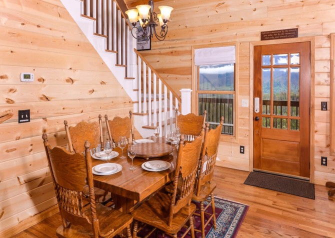 Pigeon Forge Cabin- Jackson's Cabin - Dining Area