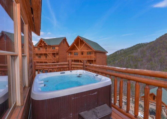 Pigeon Forge Cabin- Jennie's Cove - Outdoor Hot Tub