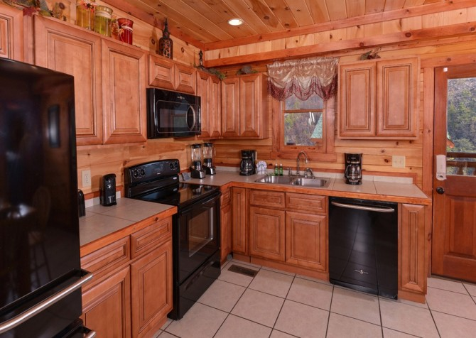 Pigeon Forge Cabin- Jennie's Cove - Kitchen