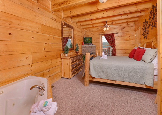 Pigeon Forge Cabin- Jennie's View - Bedroom