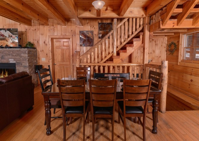 Pigeon Forge Cabin- Jennie's View - Dining Room
