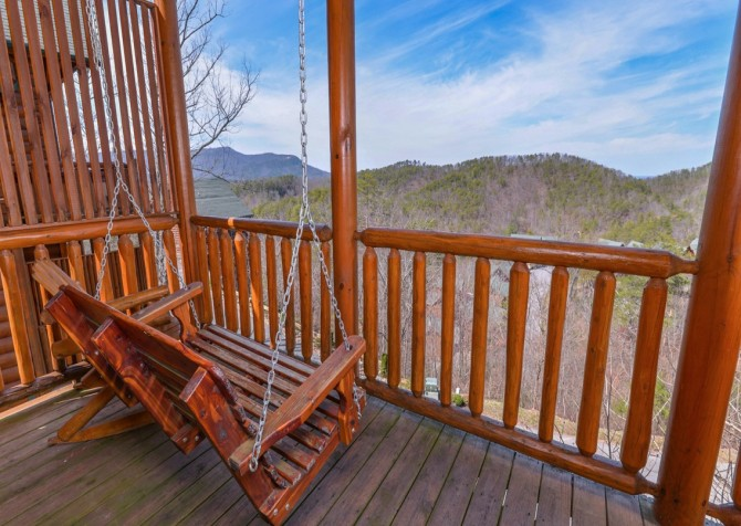 Pigeon Forge Cabin- Jennie's View - Deck Swing