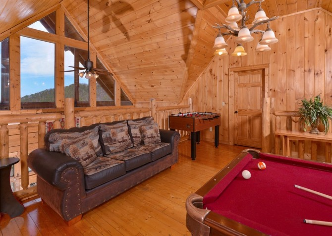 Pigeon Forge Cabin- Jennie's View - Sleeper Sofa