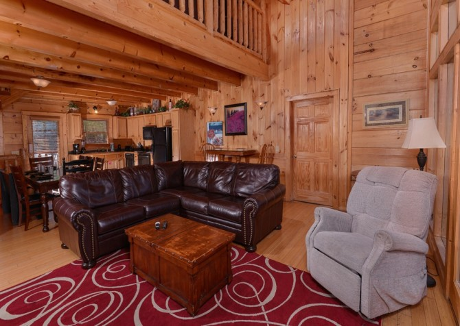 Pigeon Forge Cabin- Jennie's View - Living Room