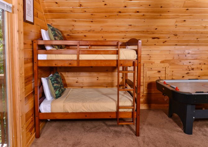 Pigeon Forge - Knotty Desire - Gameroom Bunks