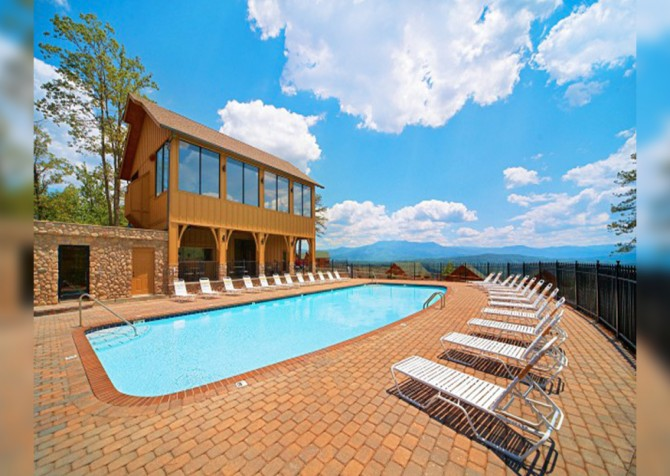 Pigeon Forge - View of God's Country - Resort Pool