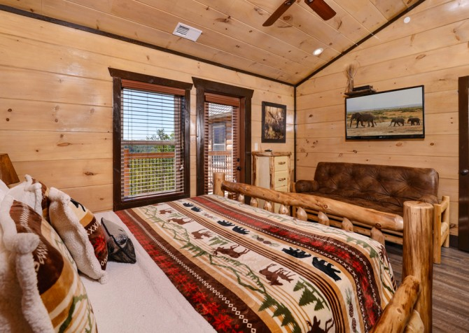 Pigeon Forge - Luxury Lodge - Bedroom Four