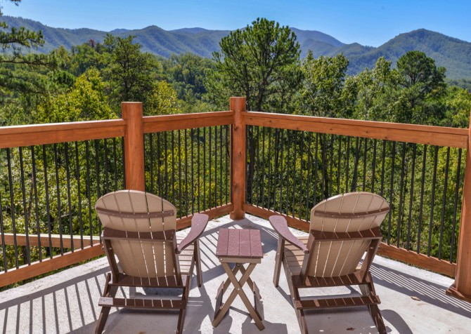 Pigeon Forge - Luxury Lodge - Exterior Deck