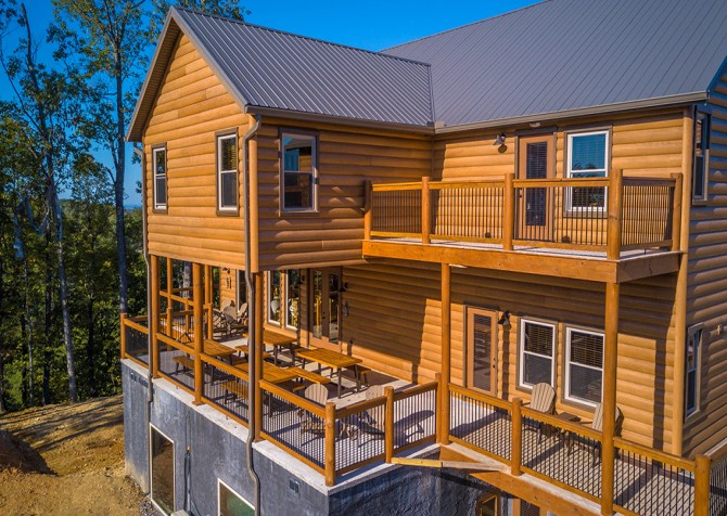 Pigeon Forge - Luxury Lodge - Exterior Back Deck