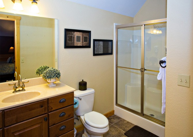 Pigeon Forge - Majestic Forest - Bathroom