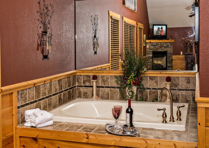 Pigeon Forge - Majestic Forest - Indoor Jetted Tub