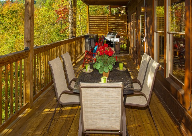 Pigeon Forge - Majestic Forest - Deck Dining