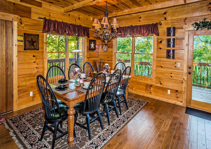 Pigeon Forge - Majestic Forest - Dining Room