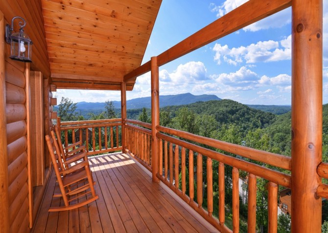 Pigeon Forge Cabin - Majestic Mountain Water - Deck