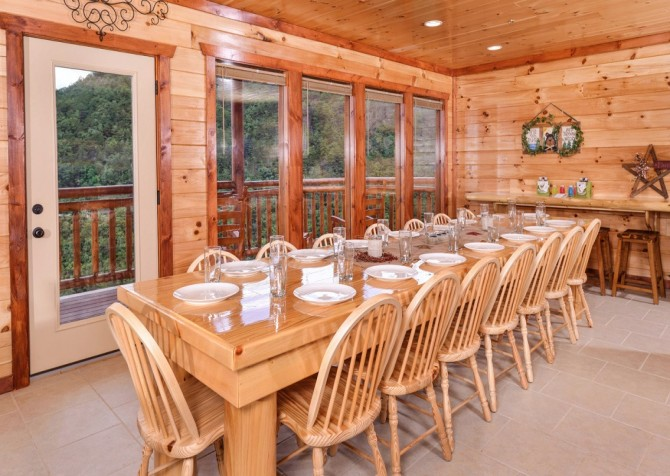 Pigeon Forge Cabin - Majestic Mountain Water - Dining