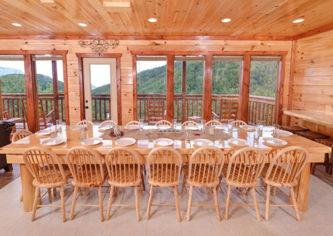 Pigeon Forge Cabin - Majestic Mountain Water - Dining Area