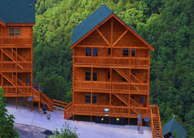 Pigeon Forge Cabin - Majestic Mountain Water - Exterior