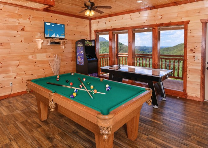majestic create your own bedroom games. Pigeon Forge Cabin  Majestic Mountain Water Pool Table Cabins