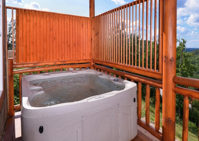 Pigeon Forge Cabin - Majestic Mountain Water - Hot Tub