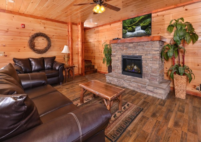 Pigeon Forge Cabin - Majestic Mountain Water - Living