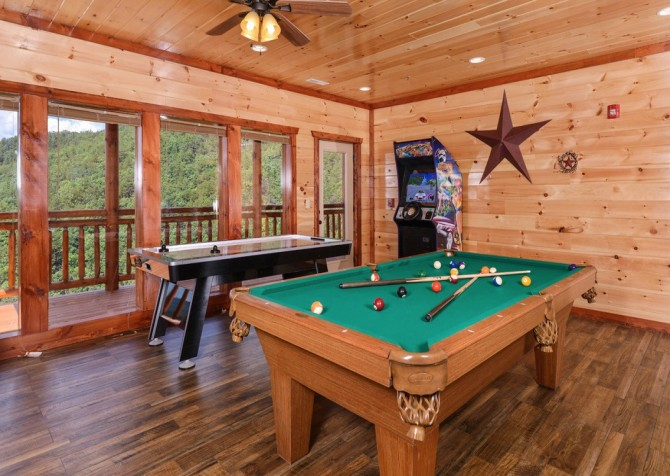 majestic create your own bedroom games. Pigeon Forge Cabin  Majestic Mountain Water Game Room Cabins