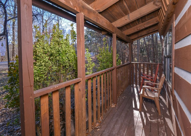 Pigeon Forge - Making Memories - Covered Deck