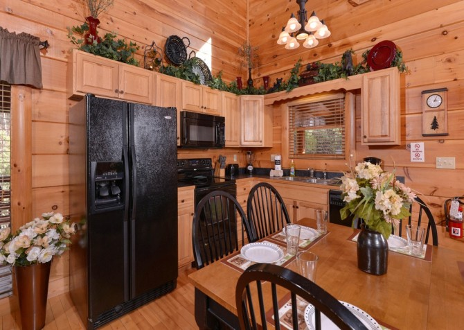 Pigeon Forge - Memory Keeper - kitchen