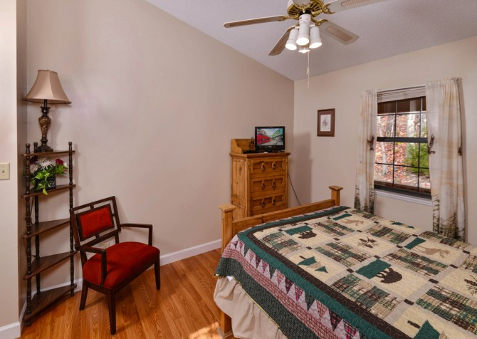 Pigeon Forge - Mountain Getaway - Bedroom One