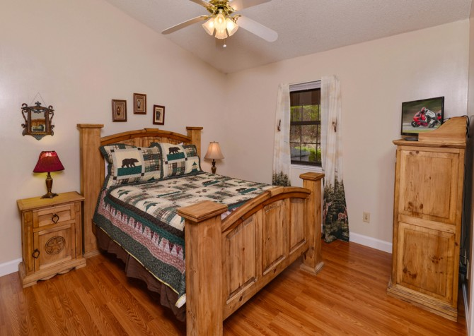 Pigeon Forge - Mountain Getaway - Bedroom Two