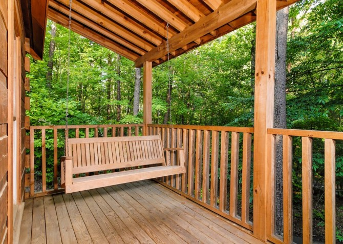 Pigeon Forge - A Mountain Surprise - Deck Swing