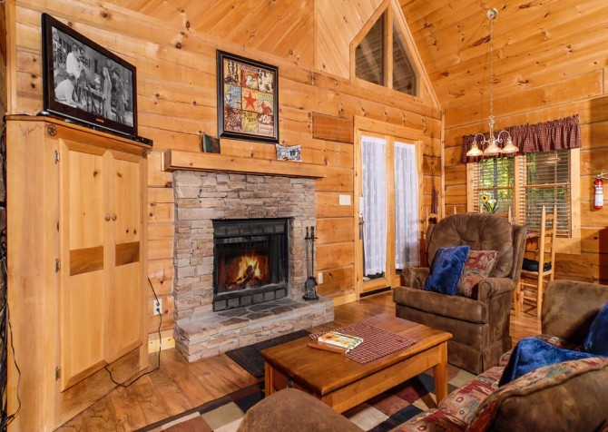 Pigeon Forge - A Mountain Surprise - Living Room