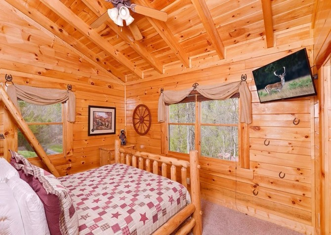 Pigeon Forge Cabin- Mountain View Meadows – Bedroom